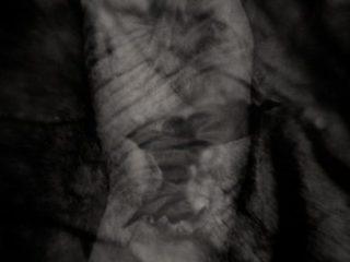 M. Hueckel, Autoportret obsesyjny IX, 2006-2008, fotografia czarno-biała, 29,8 cm x 19 cm